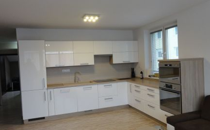 Štýlový a moderne zariadený 3 izbový byt s loggiou a špajzou v novostavbe Malacky, Cesta Mládeže!!!