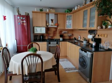 Veľkometrážny 105 m2 - 4 izbový byt v priamom centre Lučenca