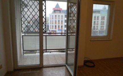 2 izbový byt s loggiou v centre mesta s vlastným kúrením
