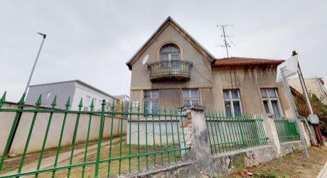 Dva meštianske domy s veľkorysým pozemkom 1.042 m2, Piešťany-centrum