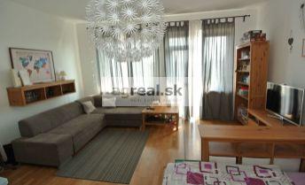 Predaj- priestranný 2-izb. byt (76,04 m2 + 5 m2 balkón-tehla) na ul. Pražská s možnosťou parkovania vo dvore, Bratislava I – Staré mesto