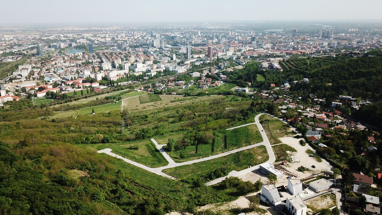 Pozemok pre RD-Predaj-Bratislava - mestská časť Nové Mesto-302820.00 €