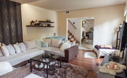Ponúkame na predaj 4izbový zrekonštruovaný rodinný dom s pozemkom o rozlohe 1535m2 a samostatným nebytovým priestorom v obci Lehnice – Sása, 32km od BA.