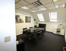 KANCELÁRSKE PRIESTORY: Na prenájom kancelárske priestory  110 m2, Kukučínova ulica, Nové Mesto, čiastočne zariadené, alarm, klimatizácia.