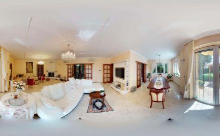 Ponúkame na predaj priestrannú luxusnú rodinnú vilu v tichej lokalite obce Miloslavov, Alžbetin Dvor (okres Senec).