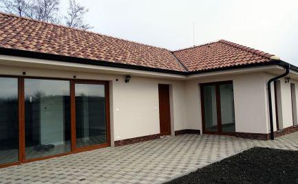 Novostavba 4-izbových RD v uzavretom obytnom areáli v obci Michal na Ostrove - Kolónia
