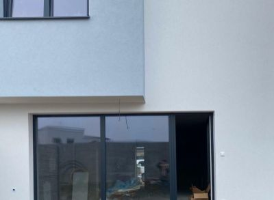 Moderný 4-izbový rodinný dom s pekným pozemkom a oplotením