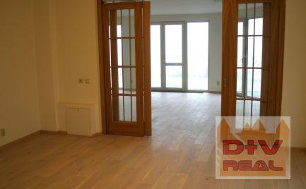 D+V real ponúka na prenájom: 9 izbový rodinný dom (tri bytové jednotky), Bratislava I, Staré mesto, Hradný kopec, nezariadený