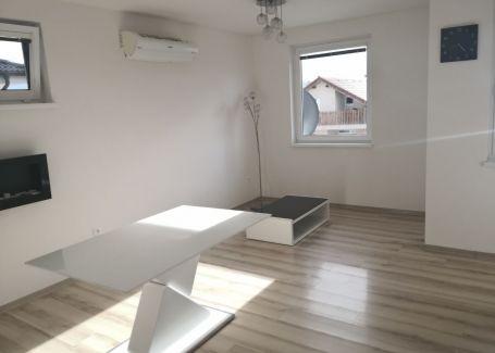 DELTA-Hviezdoslavov, Zariadený 3 izbový byt s predzáhradkou