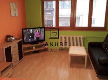 Prenájom 3-izbový byt v Bratislave-Starom meste, na Medenej ulici.