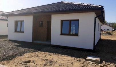 Priestranný samostatne stojaci 4 izbový rodinný dom na pozemku 500 m2 - Malé Leváre