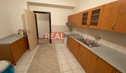 Realfinn - na predaj veľký 3 izbový byt v tehlovej bytovke v blízkosti centra