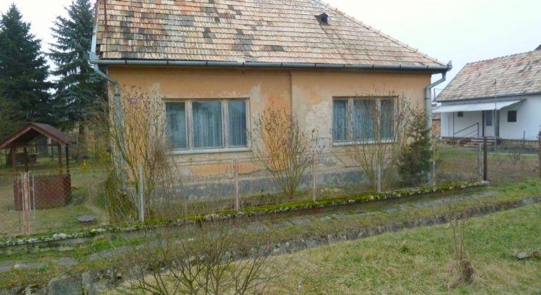 Na predaj rodinný dom, Panické Dravce s veľkou záhradou.