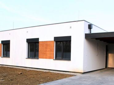 JJ Reality - 4 - izb. novostavby nízkoenergetických RD /Veľký Biel/ s prístreškom pre auto v cene 169.900 €