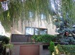 SENEC – NA PREDAJ samostatný, trojpodlažný, celopodpivničený a čiastočne zrekonštruovaný 4,5 izbový rodinný dom v tichej uličke centre mesta
