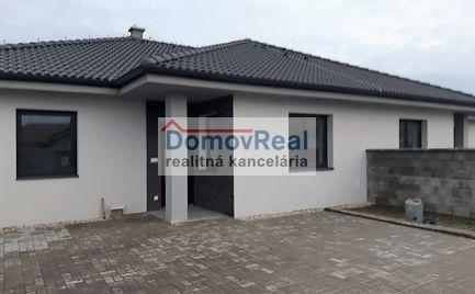 PRED DOKONČENÍM - Komfortný 4 izb dvojdom v novej časti obce Vydrany