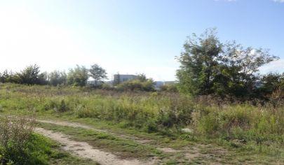 Investičný stavebný pozemok 817 m2, Chorvátsky Grob