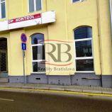 Na prenájom obchodný priestor na Školskej ulici v Starom Meste, 48,80m2