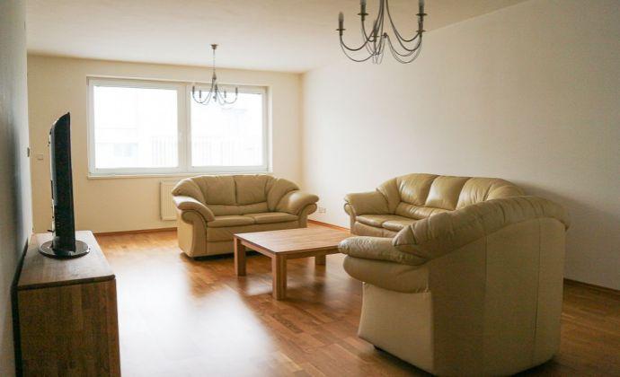 Priestranný a zariadený 3-izbový byt na prenájom vrátane park. miesta, ul. Pažítková BA II Ružinov