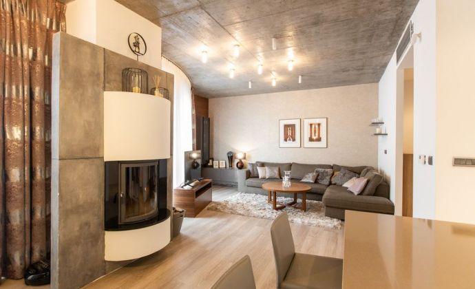 Reprezentatívny, priestranný byt v Starom Meste s balkónom, 2x parking