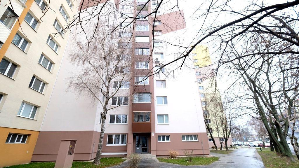Iný-Predaj-Bratislava - mestská časť Petržalka-175000.00 €