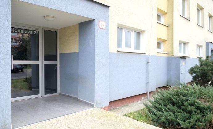 Priestranný 3-izbový byt, NOVÉ MESTO, vo výhodnej cene