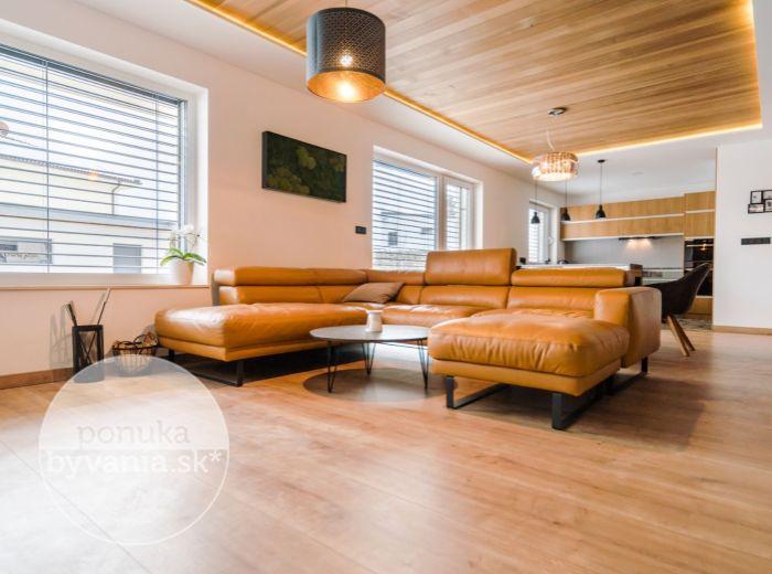PREDANÉ - JABLONOVÉ, 4-i dom, 211 m2 - POZEMOK 557 m2, dizajnový dom, SÚKROMNÁ CESTA, zasklená terasa