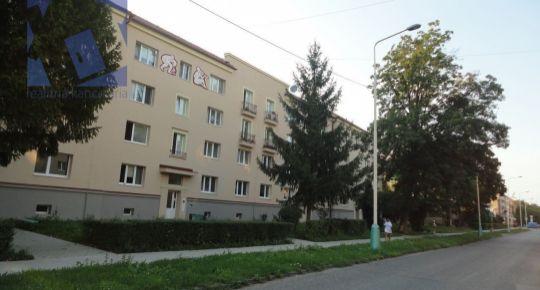 Kúpa 2 izbový byt Prievidza v širšom centre alebo Staré sídlisko 70016