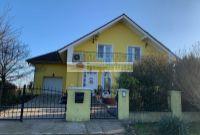 Štvrtok na Ostrove,  predaj 5. izb. rodinný dom, jazierko, garáž, pivnica, pozemok 1500 m2