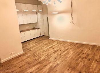 BA I. Ponúkame na predaj  v centre Bratislavy 3 izbový byt  na pešej zóne na Panskej ulici