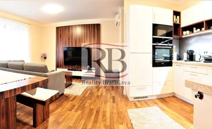 Svetlý a priestranný a tichý 3-izbový byt na Račianskom mýte