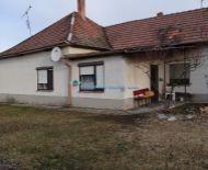 Rezervovaný /4izb. RD v pôvodnom stave s veľkým pozemkom obci Rohovce na predaj !