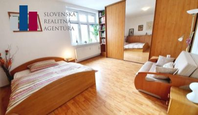 PREDANÉ: na predaj slnečný, 1,5i byt, 3./5p., tehla, 49m², tichá časť pri Trnavskom mýte, Bartoškova ul.