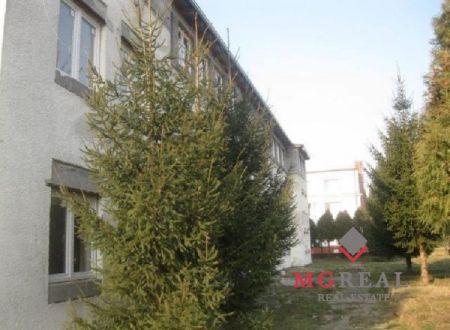 Ponúkame na predaj  budovu v centre mesta Partizánske na dokončenie 18 - bytových jednotiek