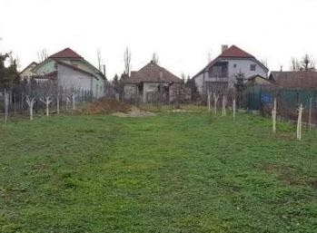 STAVEBNÝ POZEMOK 774 m2 Budmerice - IS na hranici pozemku