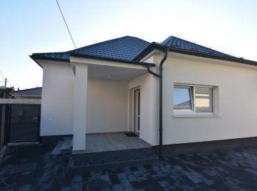 Kompletne zrekonštruovaný slnečný 4izb rodinný dom s terasou 37m2 v Šali, ul. Orechová, dostatočné parkovacie možnosti, záhradný domček