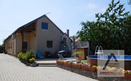 Predaj 4 izbový rodinný dom s bazénom Rajka, Maďarsko, pozemok 928 m2