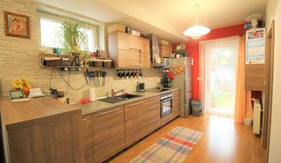 Predaj 3 izbového bytu s predzáhradkou s komfortom rodinného domu  v blízkosti centra Malacky.