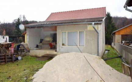 DMPD real Vám ponúka na predaj rodinný dom s rovinatým pozemkom o rozlohe 805m2 v obci Malá Čausa