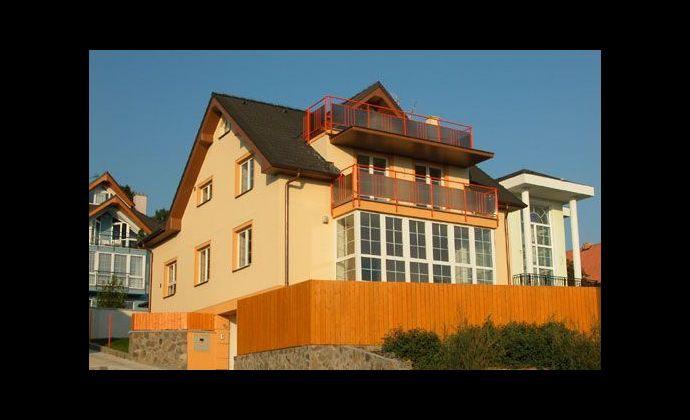6-izb. rodinný dom s bazénom na prenájom - Kramáre