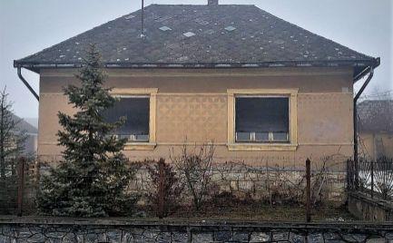 MAĎARSKO - TORNASZENTJAKAB 3 IZBOVÝ RD S LETNOU KUCHYŇOU A HOSPODÁRSKOU BUDOVOU