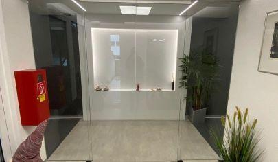 Veľkorysý a jedinečný 3 izbový (120 m2) zariadený byt s krbom, vlastným kúrením a garážou