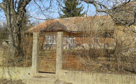 MAĎARSKO - GÖNCRUSZKA – PEKNÝ 2 IZBOVÝ GAZDOVSKÝ DOM, LETNÁ KUCHYŇA, GARÁŽ NA DOBROM MIESTE.