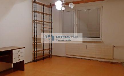 Na predaj 4-izbový byt blízko centra v Nových Zámkoch
