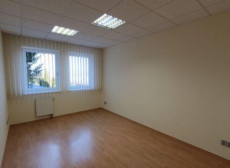 Kancelária na prenájom 15,86, parkovanie v cene, novostavba, Hradská ul.