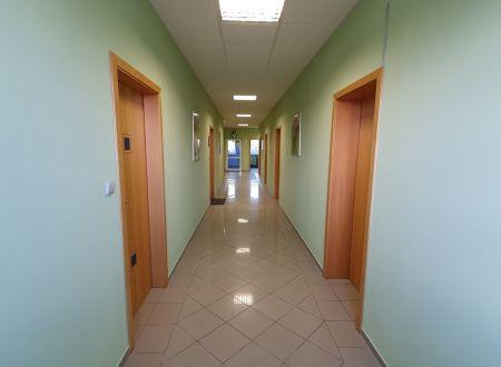Kancelária na prenájom 24,33m2 parkovanie v cene, novostavba, Hradská ul.