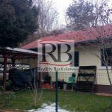 Na predaj 1 izbový domček v Dúbravke, v tesnej blízkosti lesa
