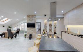 Ponúkame Vám na predaj luxusný, zariadený 4 izbový veľkometrážny byt s vlastným kúrením, 161 m2, Ilava - Mierové Námestie.