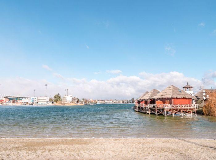 SLNEČNÉ JAZERÁ, 6-i chata, 207 m2 - MUROVANÁ, pozemok 395 m2, CELOROČNÁ, pri pláži, KAMEROVÝ systém