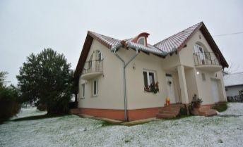 Predaj, 4- izb. rodinný dom s bazénom a záhr. jazierkom (ÚP 161,65 m2, 1280 m2 pozemok) v pokojnom prostredí , obec Kútniky (časť Blažov) v blízkosti mesta Dunajská Streda